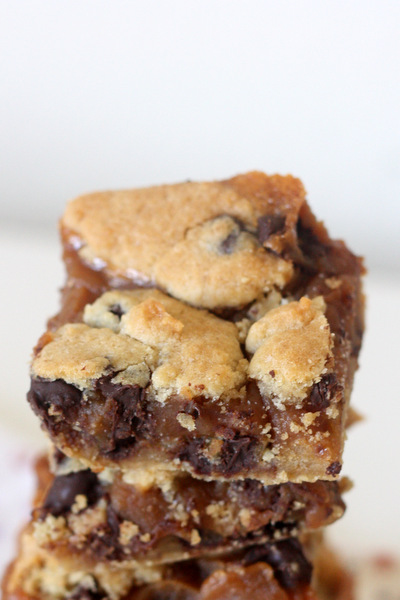 peanut butter caramel chocolate chip cookie bars