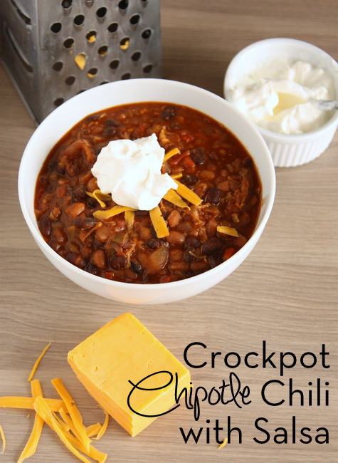 Crockpot Chipotle Chili with Salsa -- I love a recipe where you just dump everything in the crockpot and it comes out delicious