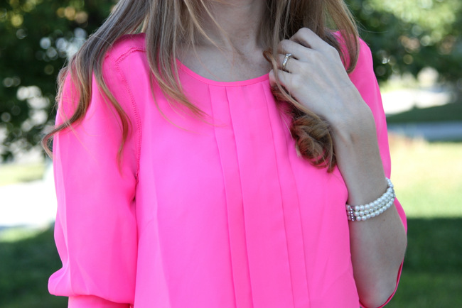 How to Wear Neon Pink - Everyday Reading