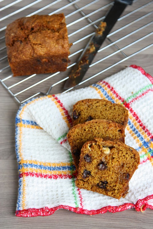 Black and White Chocolate Chip Pumpkin Bread -- filled with chocolate and white chocolate chips, a crispy top, and a soft middle. Plus, only uses one bowl!
