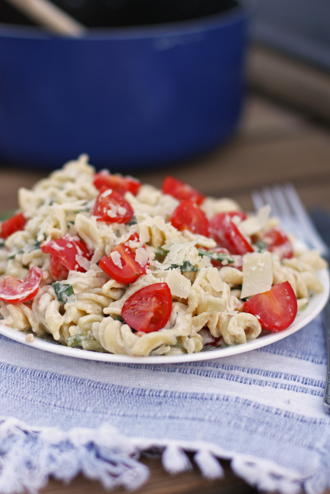 Lemon & Spinach Pasta with tomatoes. Seriously the perfect summer dinner!