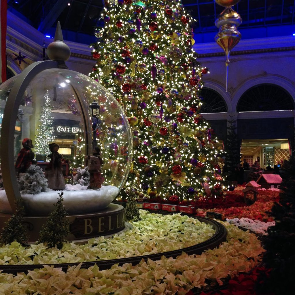 you cant go to vegas and not visit the bellagio conservatory wed gone in the summer when it was all decked out for that season - Las Vegas Christmas 2014