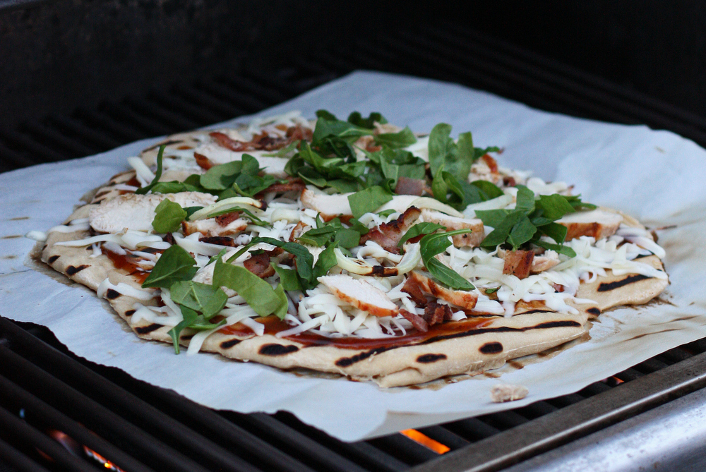 Super delicious Chicken, Bacon and Barbecue Grilled Pizza (plus how to grill a pizza!)