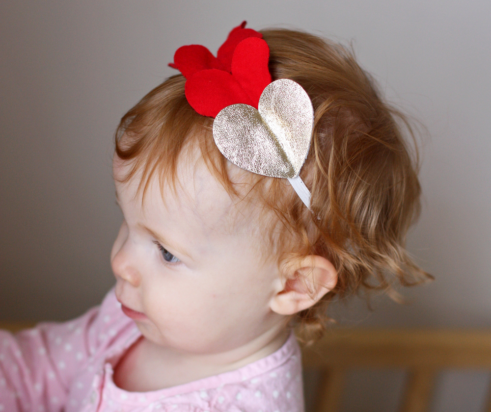 Make this festive headband in less than ten minutes! It's super cute for Valentine's Day. #DIY #ValentinesDay