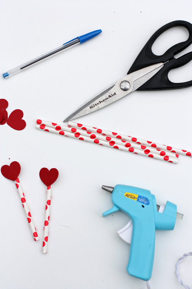 A fun candy-free Valentine that's fun for months as it grows! #DIY #ValentinesDay #Gardening