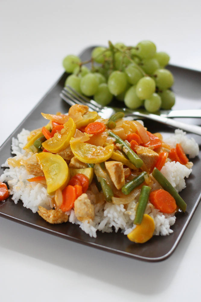 A super easy one-pan Thai curry that's packed with veggies (plus it's totally kid friendly!)