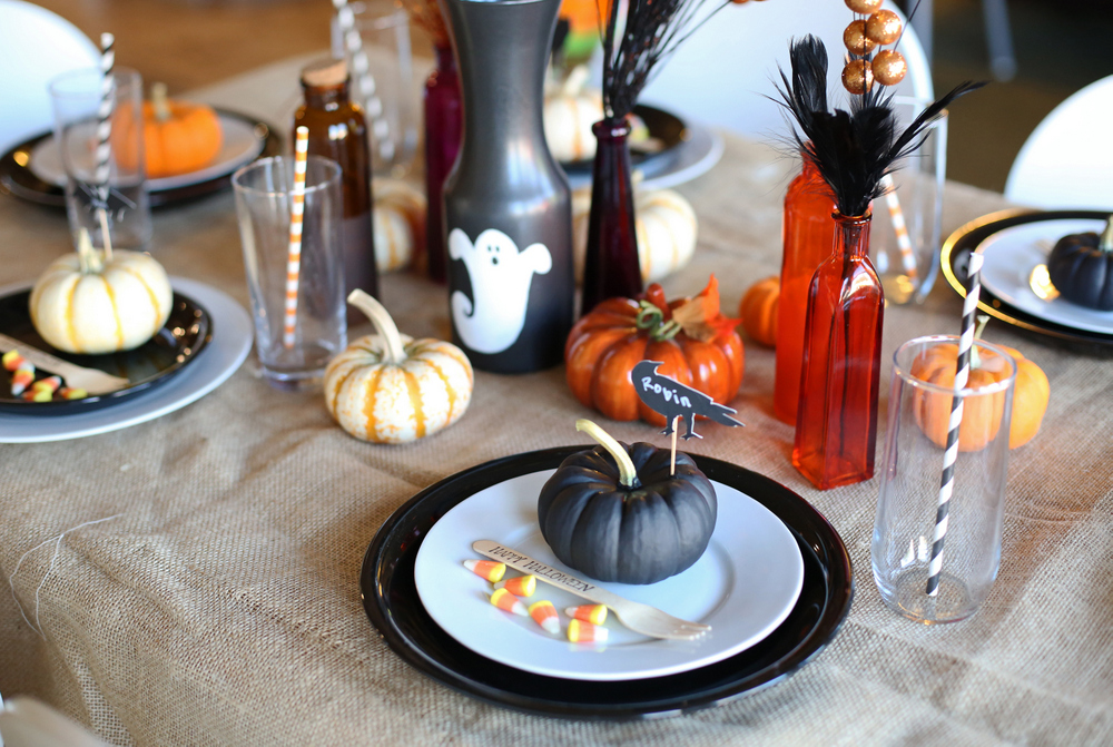 Simple decorations for a spooky Halloween meal!