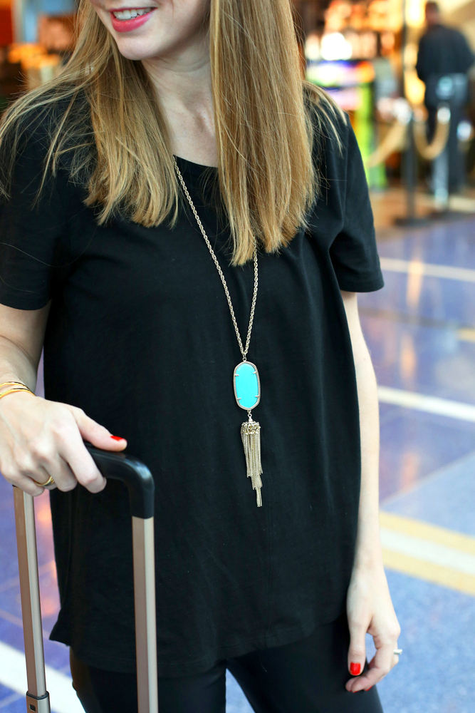 An easy airplane or roadtrip outfit perfect for holiday travel