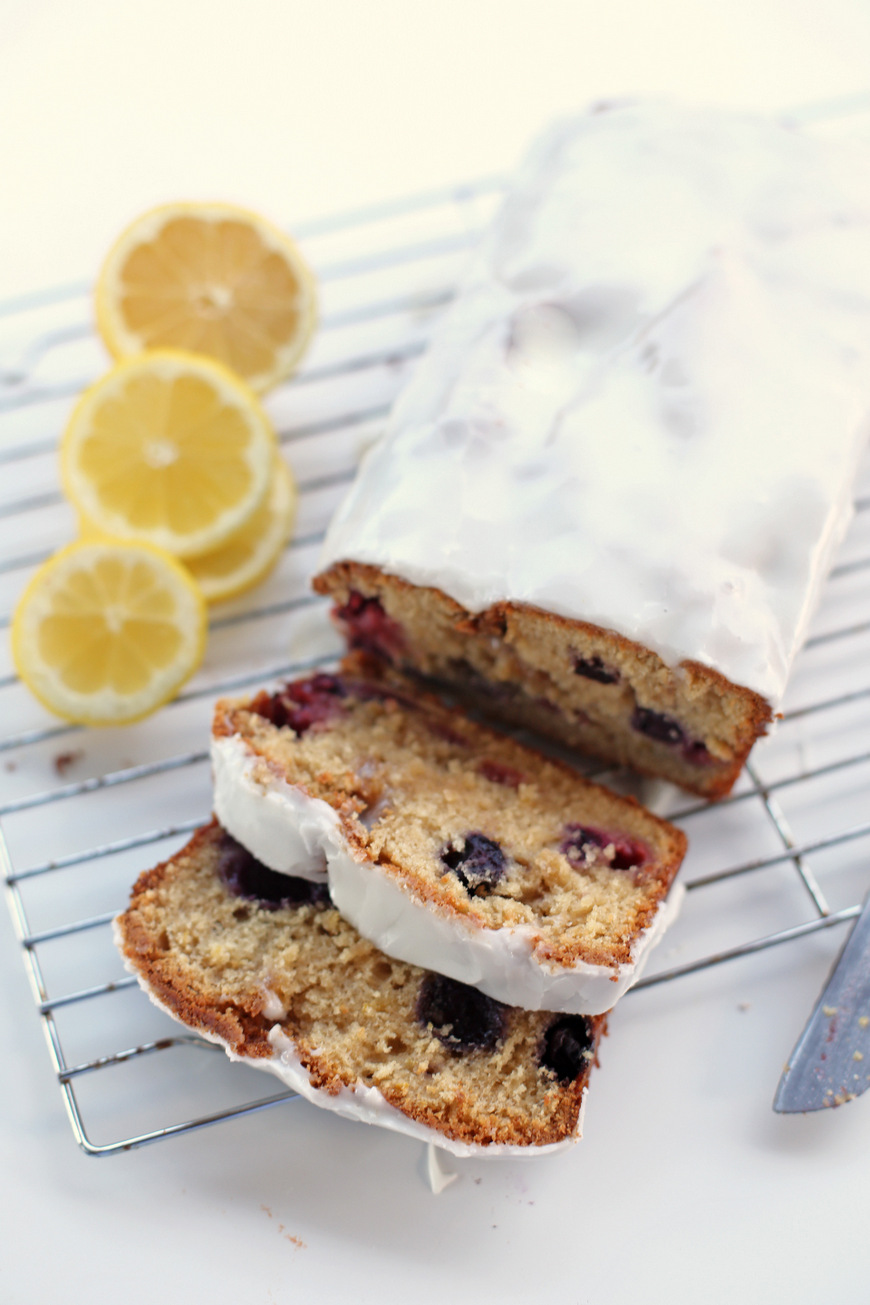 Super simple and amazing berry cake